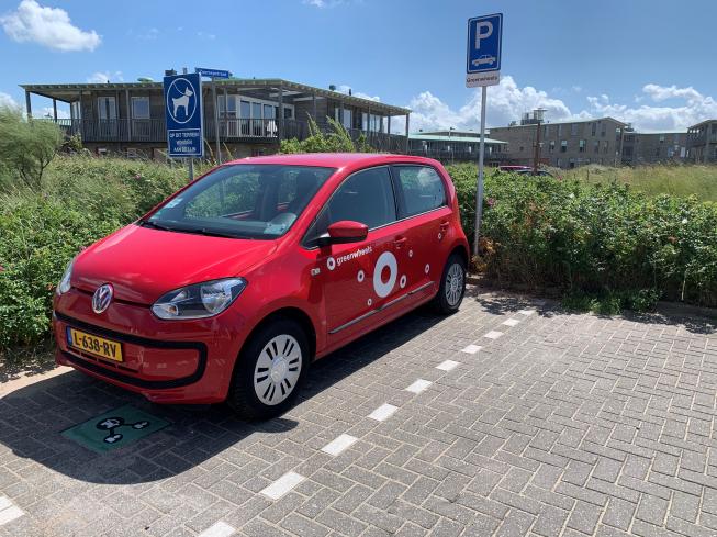 Eerste Greenwheels auto's geplaatst in Katwijk